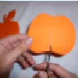 Schritt 4: Dekorativen Apfel als Tischdeko aus Tonpapier basteln