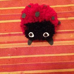 Schritt 19: Marienkäfer Pompon aus Wolle basteln