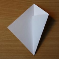Schritt 2: Origami Schwan falten