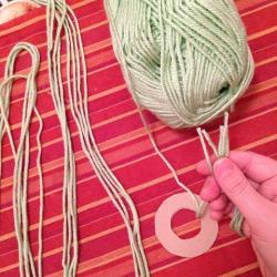 Schritt 4: Frosch aus Wolle basteln