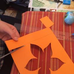 Schritt 18: Blume aus Tonpapier als Unterlage basteln