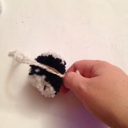 Schritt 11: Pandabär aus Wolle basteln