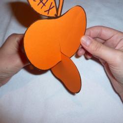 Schritt 5: Dekorativen Apfel als Tischdeko aus Tonpapier basteln