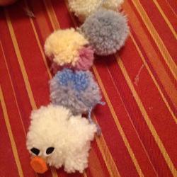 Schritt 14: Raupe aus Wolle basteln