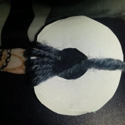 Schritt 2: Pompon aus Wolle selbst basteln