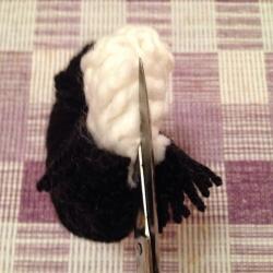 Schritt 8: Pinguin aus Wolle basteln