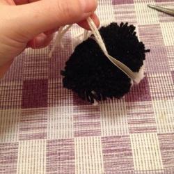 Schritt 9: Pinguin aus Wolle basteln