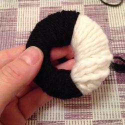 Schritt 6: Pinguin aus Wolle basteln