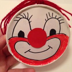 Schritt 13: Clown Maske aus Käseschachtel basteln
