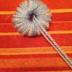 Schritt 3: Raupe aus Wolle basteln