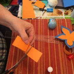 Schritt 20: Blume aus Tonpapier als Unterlage basteln