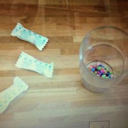 Schritt 4: Knallbonbon aus Klorolle selbst basteln