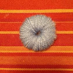 Schritt 4: Raupe aus Wolle basteln