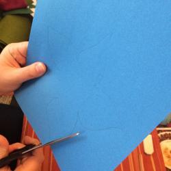 Schritt 13: Blume aus Tonpapier als Unterlage basteln
