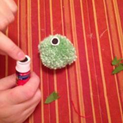 Schritt 15: Frosch aus Wolle basteln