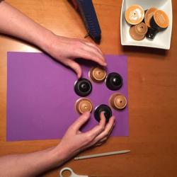 Schritt 3: Blumen aus Kaffeekapseln basteln