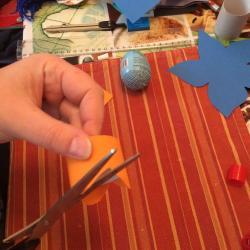 Schritt 21: Blume aus Tonpapier als Unterlage basteln