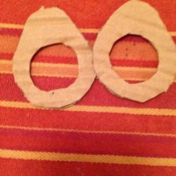 Schritt 4: Marienkäfer Pompon aus Wolle basteln