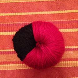 Schritt 9: Marienkäfer Pompon aus Wolle basteln