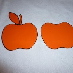 Schritt 2: Dekorativen Apfel als Tischdeko aus Tonpapier basteln