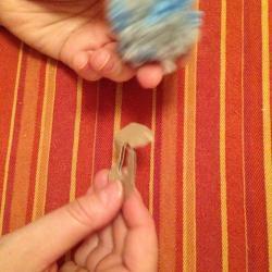Schritt 8: Raupe aus Wolle basteln