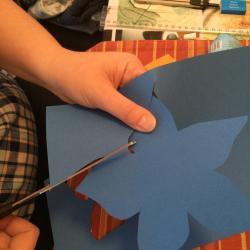 Schritt 14: Blume aus Tonpapier als Unterlage basteln