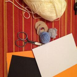 Schritt 1: Raupe aus Wolle basteln