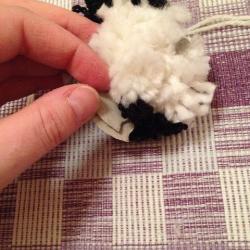 Schritt 10: Pinguin aus Wolle basteln