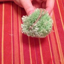 Schritt 8: Frosch aus Wolle basteln