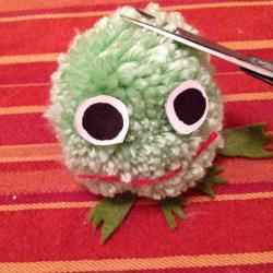 Schritt 16: Frosch aus Wolle basteln