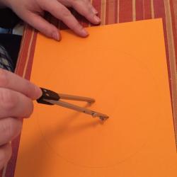 Schritt 4: Blume aus Tonpapier als Unterlage basteln